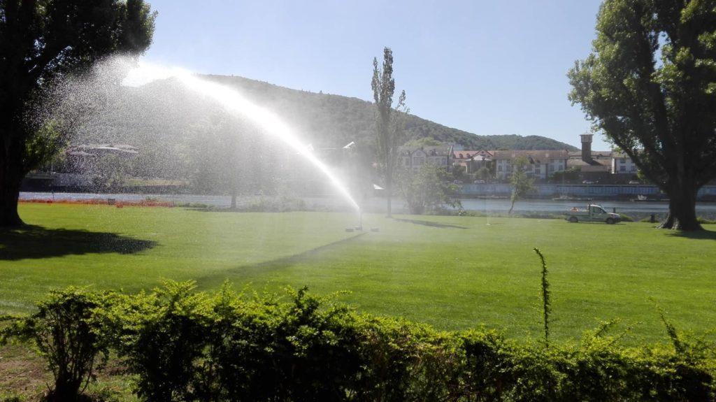 Neckarwiese wird gewässert.