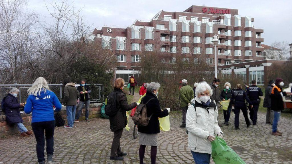 Reinigungs- und Protestaktion pro Penta-Park des NABU am 10.03.21